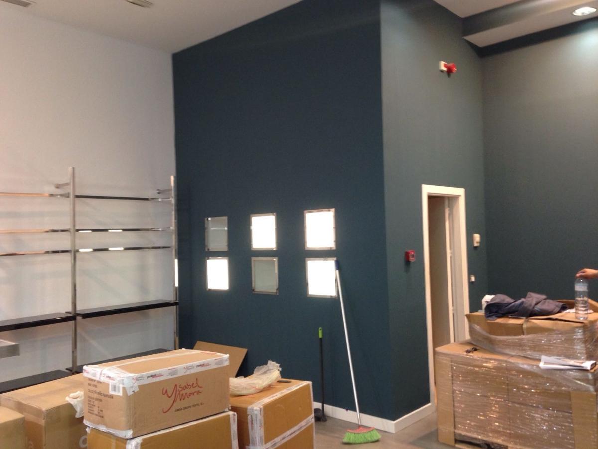 Montaje Mobiliario Nueva Tienda En M Laga Rapetti Multiservicios # Muebles Malaga Nostrum